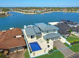 Cooindah On The Water - pool and private Jetty!, Yamba (Palmer Island yakınında)