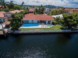 Villa Bianca, Eastern Shores (in de buurt van North Miami Beach)