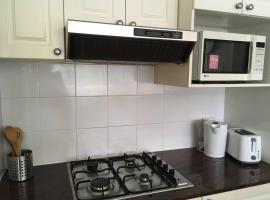 Cosy 1 Bed APT PLUS FREE Car Space | Chatswood, Sidney (Artarmon yakınında)