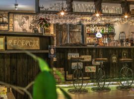 Old Tree Villa & Restaurant