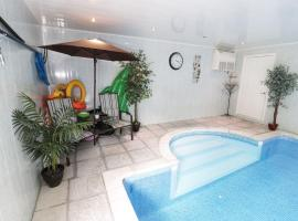 The Brackens Holiday Cottage, Buckley
