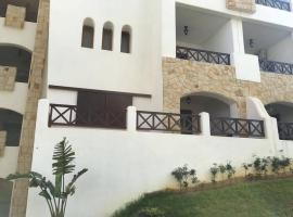 Beautiful Apartment in Lilac's Garden, Cabo Negro, El Groura
