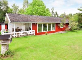 Holiday Home Solsortevej, Dronningmølle (Ferle yakınında)