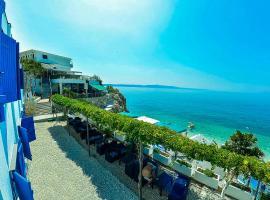Beach Hotel, Драшнице
