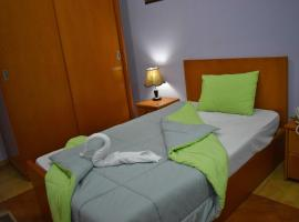 Travelholic Hostel