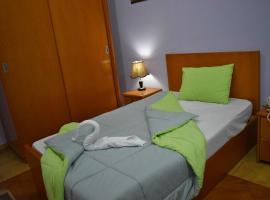 Travelholic Hostel