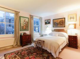 Attractive Chelsea apartment sleeps 4