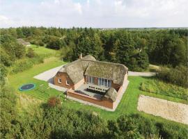 Six-Bedroom Holiday Home in Ulfborg, Ulfborg (Øby yakınında)