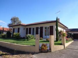 House Gîte orion, Meilhan (рядом с городом Carcarès-Sainte-Croix)