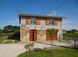 House ¨gîte postis, Lacrabe (рядом с городом Peyre)