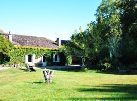 Gite le Convivial, Saint-André-du-Bois (рядом с городом Arbis)