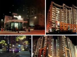 Orange County: Luxurious AC Private Room for homestay, Ghaziabad