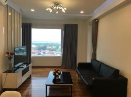 Nancy Thuy Tien Apartment 212