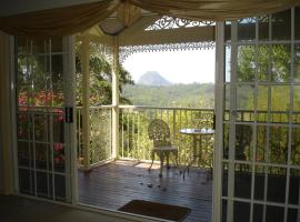 Cooroy Country Cottages, Cooroy (Pinbarren yakınında)