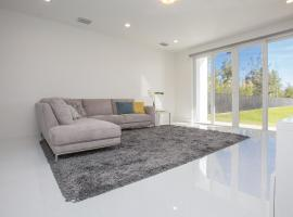Luxury and Modern 4BD/3.5BT House in Doral, Doral