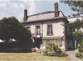 La Source du Mont, Saint-Martin-Valmeroux (рядом с городом Сен-Бонне-де-Салер)