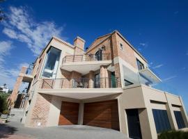 Duttons Villa, Glentana