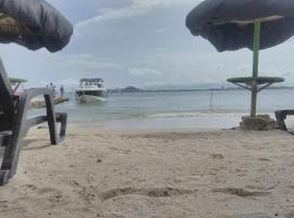 Paraiso Beach, Tierra Bomba (Playa de Punta Arena yakınında)