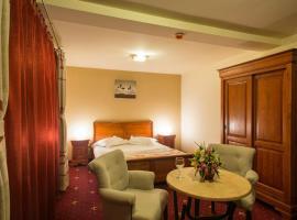 Red Hotel, Alexandria