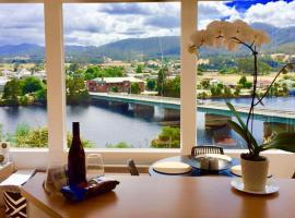 Linda House Huonville, Executive Accommodation 30 mins South of Hobart, Spectacular River Views, Huonville (Grove yakınında)