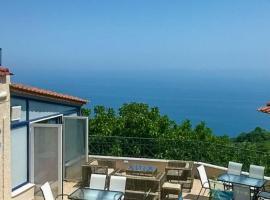 A Beautiful Home by the Sea, Karítsa