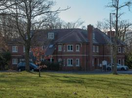 Flexi-Lets@Old Rectory Court, Frimley, Frimley (рядом с городом Кэмберлей)