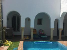 Villa avec piscine, Triffa
