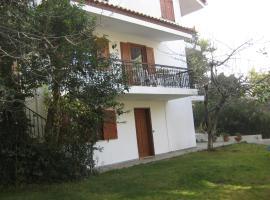 Beautiful Apartment in Dionisos, Dhiónisos (рядом с городом Dhrosiá)