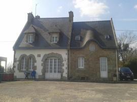 House Au bord de la ria - maison 5 personnes, Sainte-Hélène (рядом с городом Locoal)