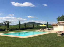 Gîte de monternot avec piscine chauffée, Charentay (рядом с городом Odenas)