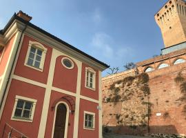 Casa del Castello, Santa Vittoria d'Alba (Monticello d'Alba yakınında)