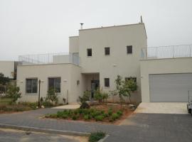 Erez Home, Caesarea