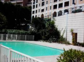 Beausoleil Porte Monaco Piscine, Босолей (рядом с городом Saint-Roman)