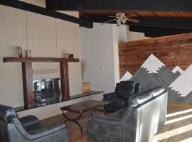 Rocky Mountain Guest House, Mountain View (Near Waterton Lakes National Park )