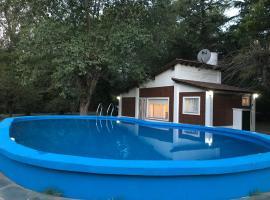 Chalet con piscina, Chivilcoy (La Rica yakınında)