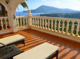 "Villa ""Carolina"" with stunning sea views, Altea (Llano del Castillo yakınında)"