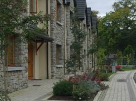 Lough Rynn Castle Self Catering (Official), Leitrim (рядом с городом Annaghmore)