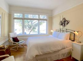 In the heart of Pacific Heights Apartment