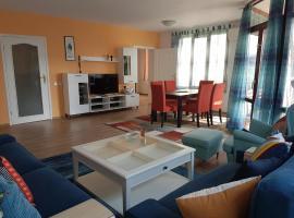 Cozy & Spacious Iztok Apartment
