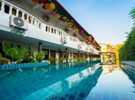 Pai Residence Chiangmai Gate