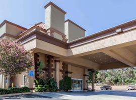 Budget Hotels Near Six Flags Hurricane Harbor Travelodge By Wyndham Sylmar Ca