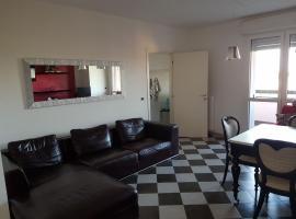 Black and white Apartment, Granarolo dell'Emilia