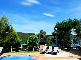 Casa Rural Junto Al Lago, La Baronia de Rialb (Montmagastre yakınında)