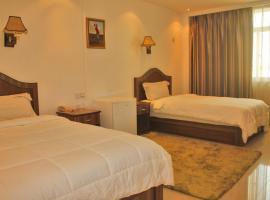 Sun Shine Hotel, Futungo de Belas (Benfica yakınında)