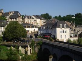 Logis Hôtel Teyssier, Юзерш (рядом с городом Condat-sur-Ganaveix)