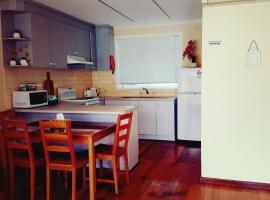 West Side Apartments, Laverton