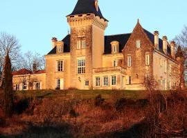 Chambres d'Hôtes Château de Bellevue, Сент-Ави (рядом с городом Chalais)