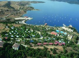 Camping de Cervera de Buitrago, Сервера-де-Буитраго (рядом с городом Робледильо-де-ла-Хара)