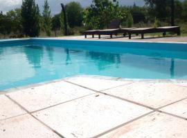 APART CABAÑAS MARIA ROSA, Villa Rumipal (Villa del Dique yakınında)