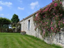 House Eden roses, Château-Guibert (рядом с городом Moutiers-sur-le-Lay)